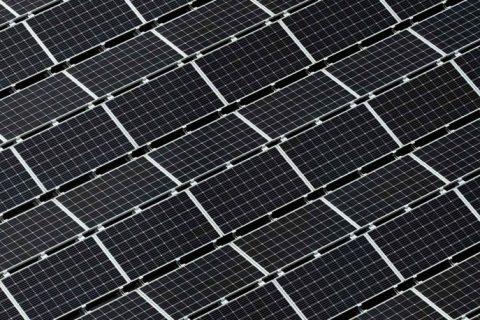 Instalação de painéis fotovoltaicos nas instalações da sede da Maiadouro na cidade do Porto 01