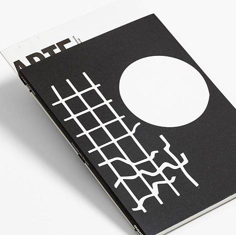 """Impressão offset premium do livro """"Amanhã não há arte"""". Acabamento especial 04"""