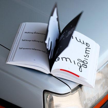Impressão offset premium do livro Von Calhau. Acabamento especial: furação 02