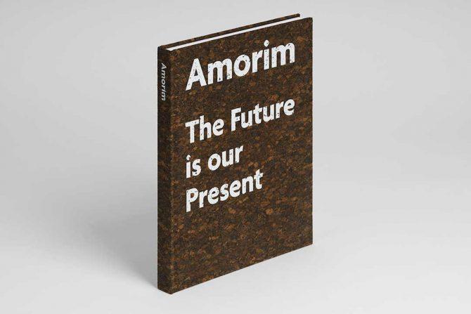 """Impressão offset premium do livro """"Amorim, The future is our present"""". Acabamento especial: cortiça"""