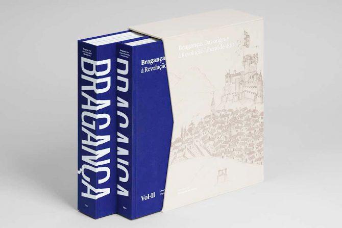 """Impressão offset premium do livro """"Bragança"""". Acabamento especial: Corte em índice 01"""