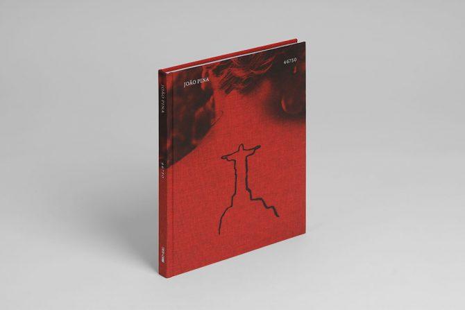 """Impressão offset premium do livro """"46750"""" de João Pina. Acabamento especial."""