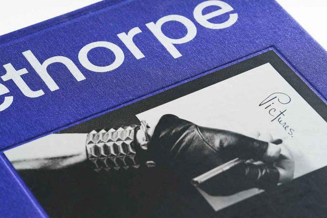 """Impressão offset premium do livro """"Mapplethorpe"""". Acabamento especial: Serigrafia 03"""