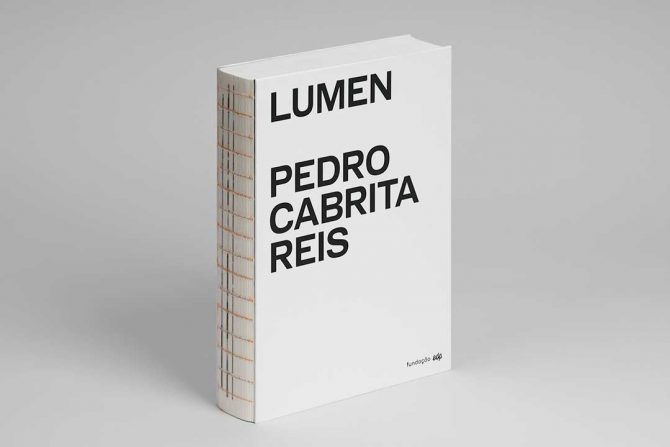 """Impressão offset premium do livro """"Lumen"""" de Pedro Cabrita Reis"""