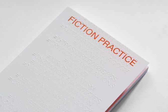 """Impressão offset premium do livro """"Fiction Practice"""". Acabamento especial: alto-relevo 04"""