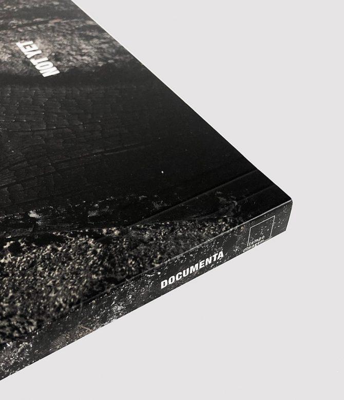 """Impressão offset premium do livro """"Not Yet"""" 01"""