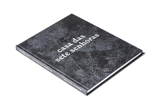 """Livro """"Casa das 7 senhoras"""" impresso em offset na Gráfica Maiadouro na lista dos melhores livros do ano 03"""