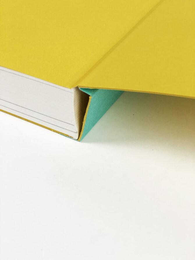 """Impressão offset premium do livro """"Atlântica: Contemporary Art from Mozambique"""" 05"""