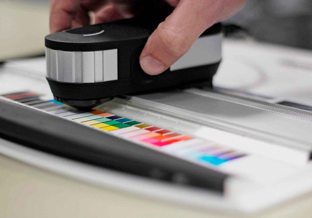Somos sustentavelmente certificados na impressao exata da cor: ISO